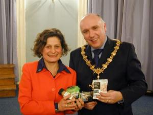 Harriet Lamb and the mayor of Devizes in 2007
