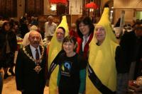 Claire Perry MP & Devizes Mayor,  Fairtrade bananas - Jasper Selwyn & Peter Tolhurst and Antonia Tolhurst